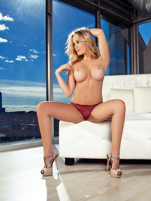 Cybergirl Jenni Lynn comes to you from sunny Los Angeles, California. She�s tall � 5�9� � with dark blonde hair, green eyes and a generous bust. She�s