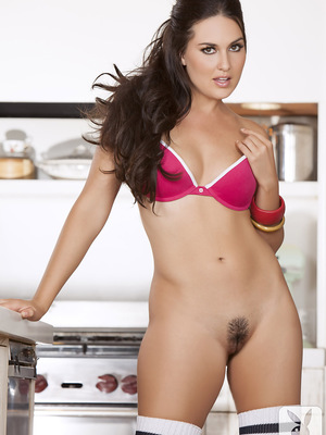 Go back to basics with Cybergirl Winona West. She�s full, soft and all natural, with long, dark hair, brown eyes and pouted lips. �I�m from Las Vegas,